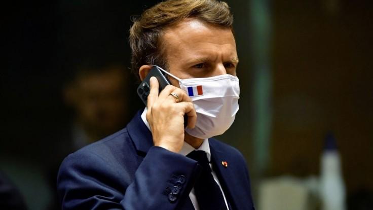 Macron pre špionážnu kauzu Pegasus mimoriadne zvolal bezpečnostnú radu štátu
