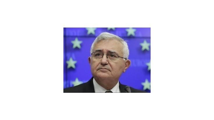 Bývalý eurokomisár Dalli chce zažalovať Barrosa za svoje odstúpenie