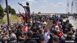 Zlyhanie bezpečnostných zložiek. Analytik hodnotil protest pred parlamentom