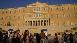 Grécke úrady sú znepokojené. Vírus sa rýchlo šíri medzi obyvateľmi od 40 do 60 rokov