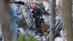 Na Floride ukončili pátranie po obetiach zrútenej budovy. Pri nešťastí zomrelo 97 ľudí