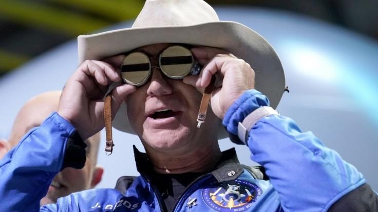Bransonovi ani Bezosovi neprislúcha titul astronaut, tvrdia americké úrady