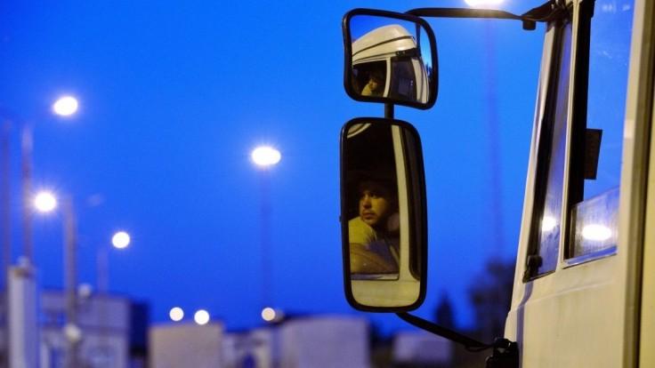 Turecký kamión parkoval v Šahách. Ukrývali sa v ňom cudzinci z Afganistanu