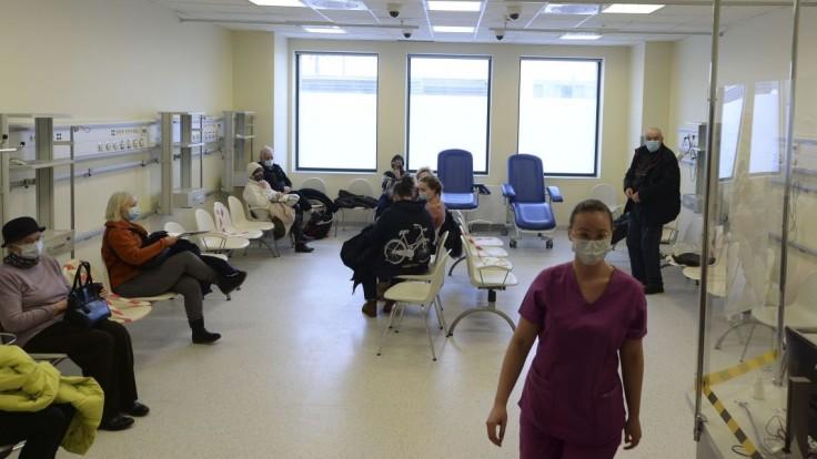 Poľsko chce zaviesť dlhšiu karanténu pre ľudí nakazených variantom delta