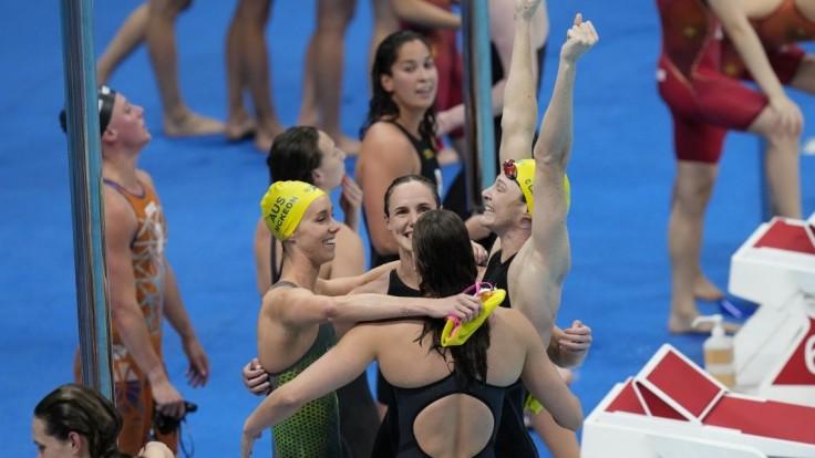 Prvé štafetové zlato v Tokiu získali plavkyne z Austrálie, pripísali si i prvý svetový rekord hier