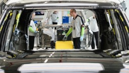 Automobilky čakajú zmeny. Niektoré ich nemusia zvládnuť, varujú odborníci
