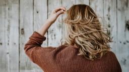 Pre krásne vlasy stačí nahliadnuť do špajze. Toto s nimi urobí avokádo, cibuľa či pivo