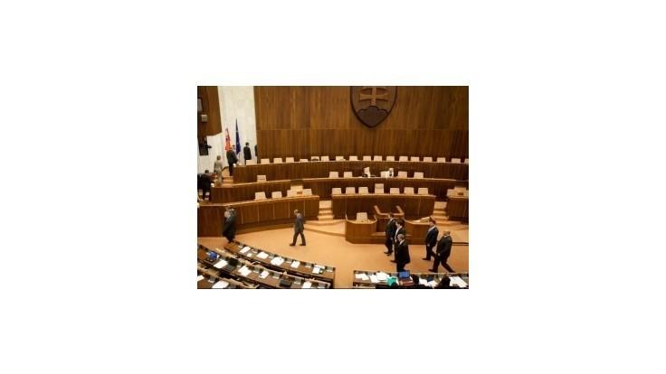 Diskusia o Zákonníku bola stručná, poslanci stratili poradie