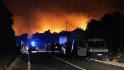 Požiare na Sardínii spôsobili rozsiahle škody, evakuovať museli stovky ľudí