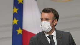 Nezaočkovať sa je sebectvo, reagoval Macron na rozsiahle protesty vo Francúzsku