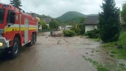 Obec pri Prievidzi zasiahli bleskové povodne, spôsobili škody veľkého rozsahu