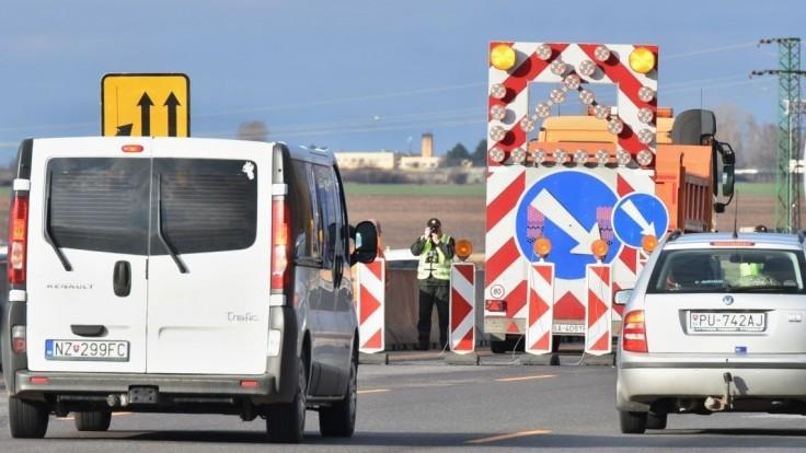 Na diaľnici D1 budú obmedzenia, dopravu budú komplikovať dva týždne