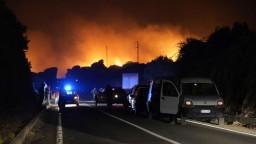 EÚ posiela Sardínii na pomoc s požiarmi špeciálne lietadlá