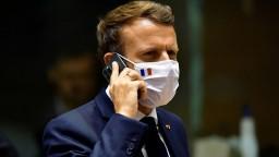 Francúzsky parlament schválil covidpasy do reštaurácií aj očkovanie zdravotníkov