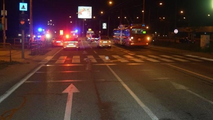 Vypnutá signalizácia sa podpísala pod nehodu. Zranenia utrpela 18-ročná chodkyňa
