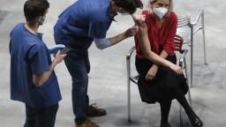 Nové prípady v Česku klesajú, otvárajú ďalšie očkovacie miesta pre neregistrovaných