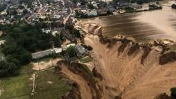 Povodne v Nemecku zmietli autá a zničili domy. Odškodné bude obrovské