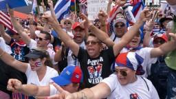 Veľvyslanectvá sa stali terčom útokov, situácia na Kube vyvolala protesty vo svete