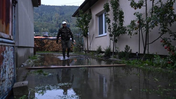 Počasie môže ešte narobiť škody. Hrozia povodne, niekde platí mimoriadna situácia
