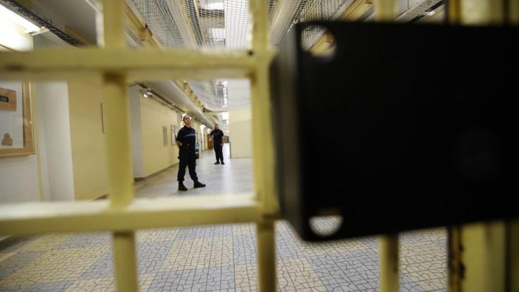 Bývalý analytik dostal trest za únik informácií, takmer 4 roky vo väzbe