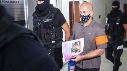 V Pezinku pokračuje pojednávanie s expolicajtom Vlčanom a šéfom kontrarozviedky SIS Gašparovičom