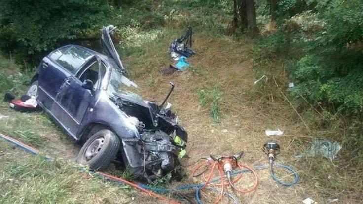 Tragédia na Záhorí. Po zrážke auta s kamiónom hlásia obeť a zranené deti
