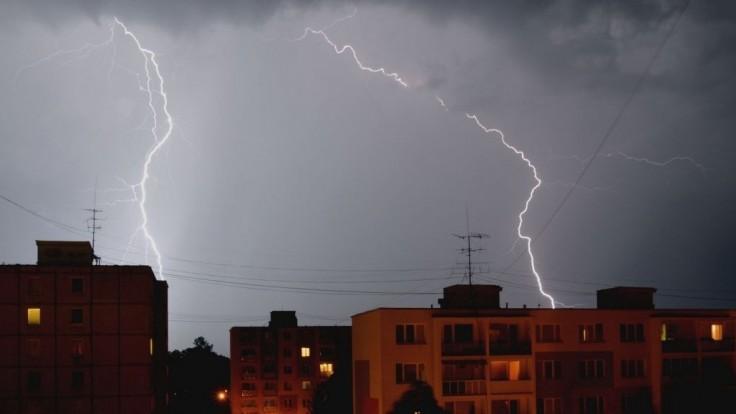 Do štvrtkového rána hrozia búrky takmer na celom Slovensku