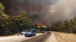 Juh Turecka sužujú požiare. Desiatky ľudí hospitalizovali
