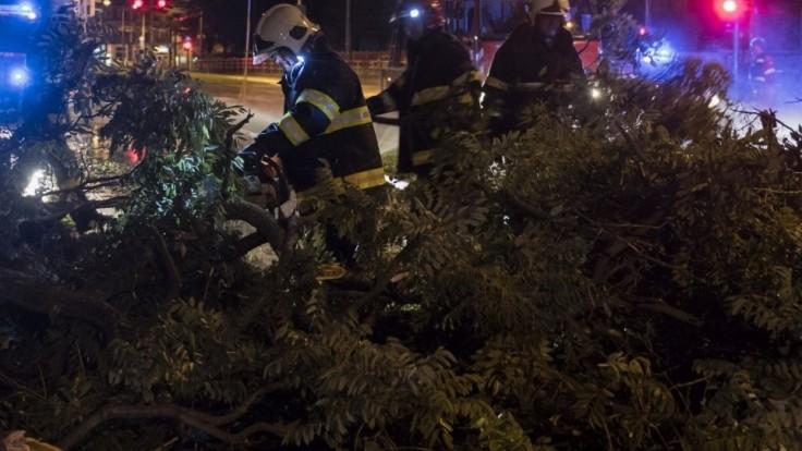 Búrky potrápili Trnavský kraj. Ich následky likvidovalo aj 34 dobrovoľných hasičov