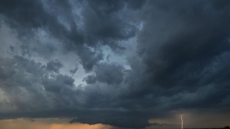 Odborníci varujú pred búrkami. V sobotu hrozia na celom území