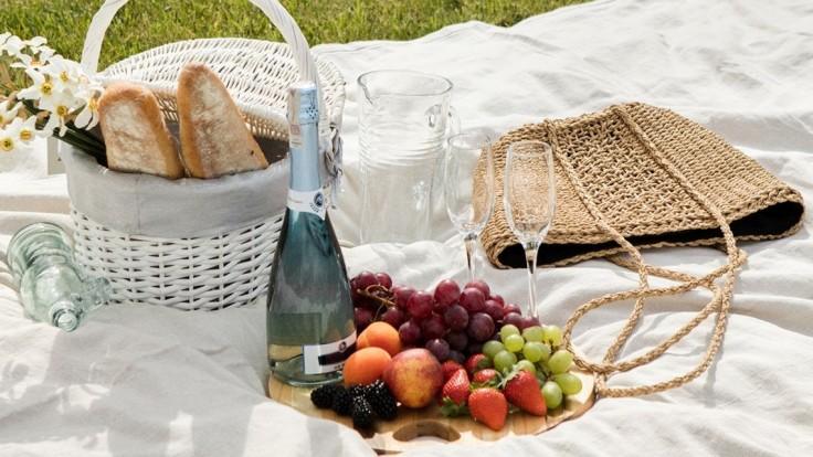 Povinná výbava tohto leta: Slamenú kabelku využijete do práce, na večeru i na pláž
