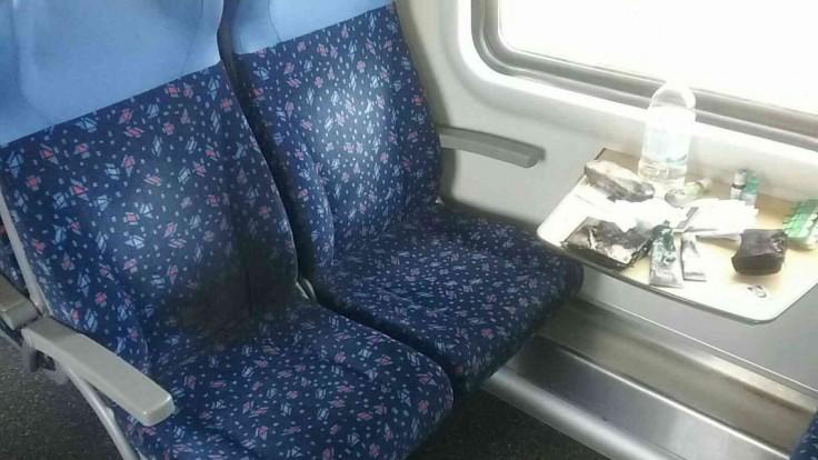Vo vlaku horela externá nabíjačka. Cestujúcej vzbĺkla v kabelke