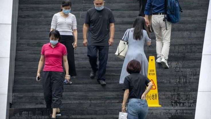 Čína sa pokúša zvládnuť deltu. V lockdowne sú milióny ľudí, masovo sa testuje