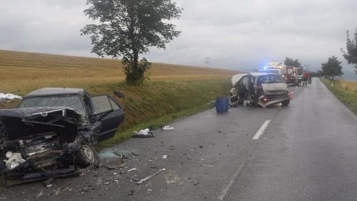 Tragická nehoda pri Topoľčanoch. Po zrážke áut zahynula 82-ročná seniorka