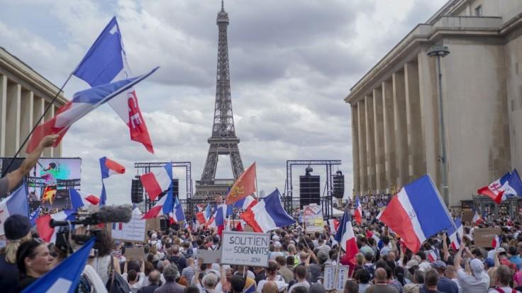 Začnime s povinným očkovaním, vyzýva vládu francúzsky lekár