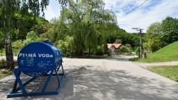 Na Pohroní dochádza pitná voda, v Žarnovici už vyčerpali zásoby