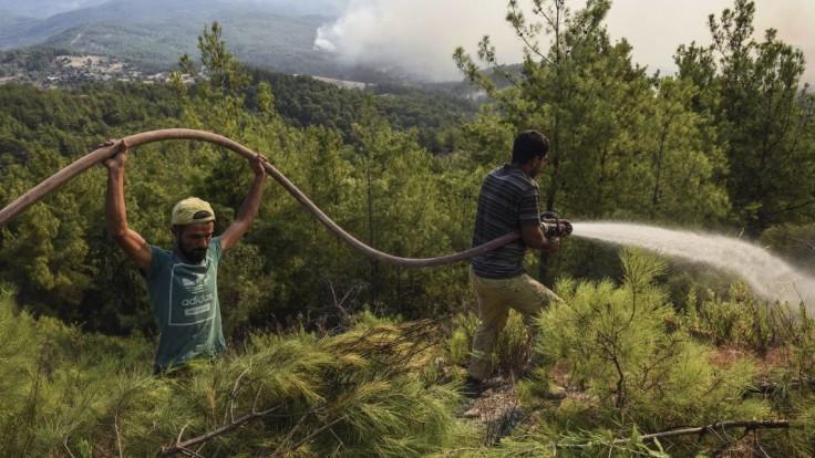 EÚ posiela do Turecka na pomoc lietadlá, už šiesty deň bojuje s požiarmi