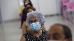 Pribudli desiatky nových nakazených, stúpol aj počet pacientov v nemocniciach