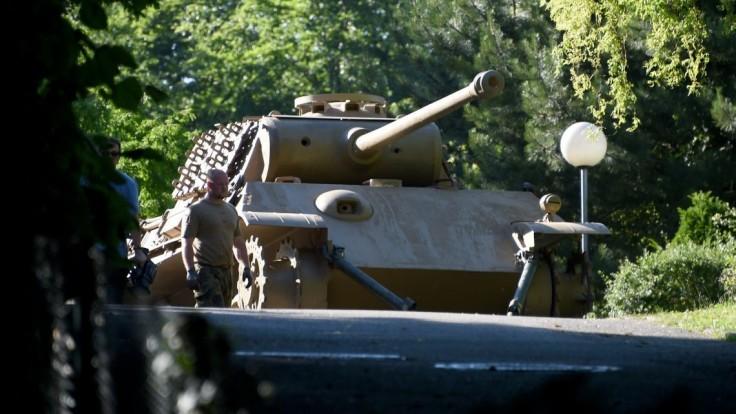 Dôchodca, ktorý mal tank, delo aj torpédo v pivnici, už dostal trest