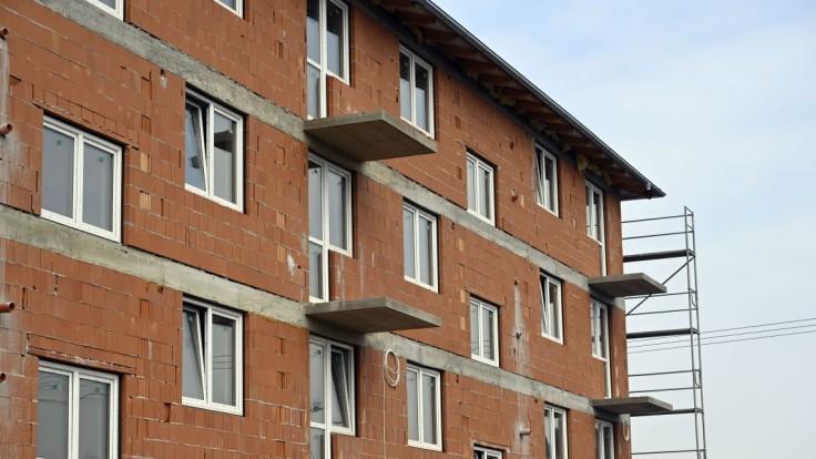 Pre pochybné tendre pri nájomných bytoch padajú trestné oznámenia