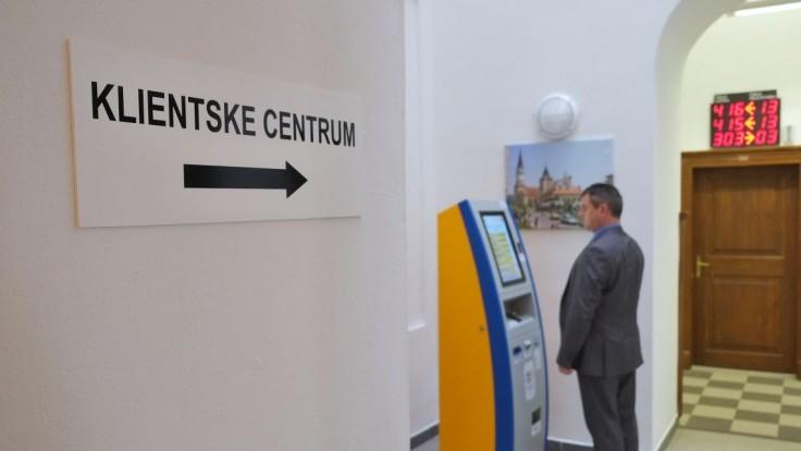 Ministerstvo znižuje náklady na projekt e-kolok. Samoobslužných kioskov bude menej