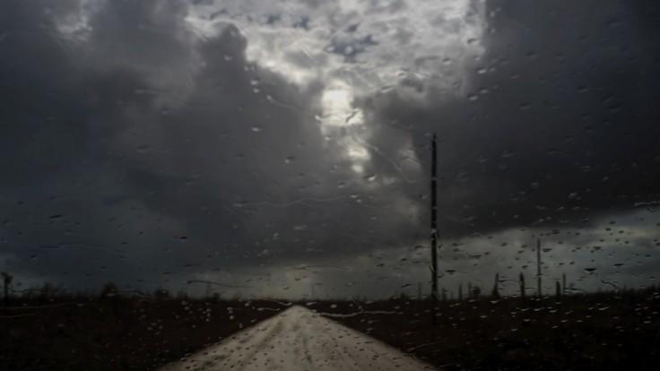 Výdatné dažde a búrky zasiahnu takmer celé Slovensko, spôsobiť môžu aj škody na majetku