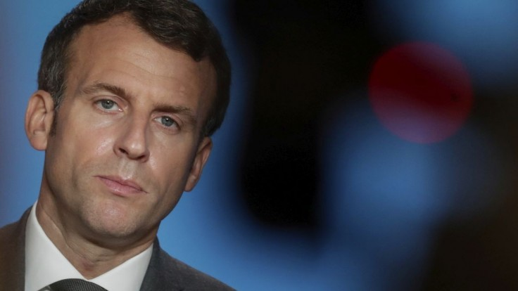 Macron pripúšťa tretiu dávku vakcíny. Určená bude zrejme pre dôchodcov a zraniteľné skupiny