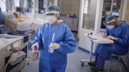 Nemocnice sa mobilizujú na tretiu vlnu, tá by sa mohla rozhorieť už v septembri