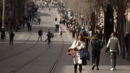 V Izraeli môže dôjsť k ďalšiemu lockdownu, počet nakazených stúpa