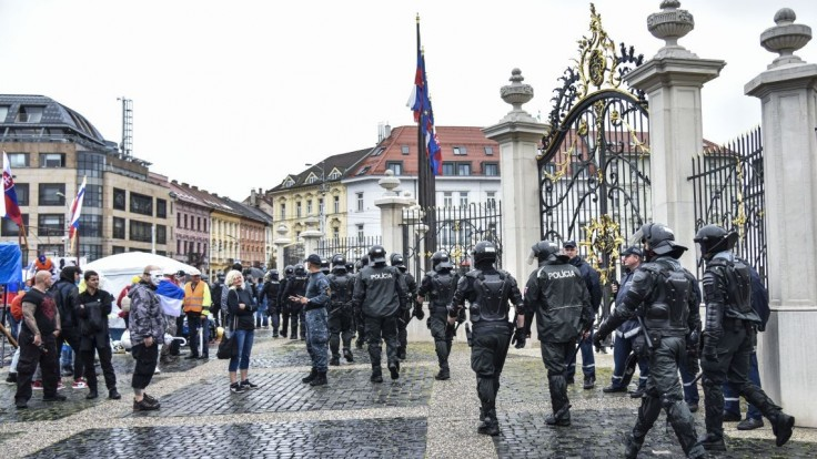 Počas protestov zadržali tri osoby, má byť medzi nimi aj poslanec národnej rady Kotleba