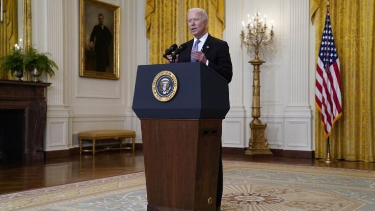 Biden ponúka dočasné útočisko ľuďom z Hongkongu žijúcim v USA