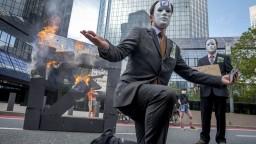 Aktivisti protestovali proti finančnému sektoru, kritizovali investície do fosílnych palív