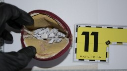 Bratislavská kriminálka zadržala drogových dílerov, našla u nich aj zbrane