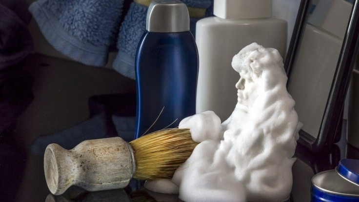 Pena na holenie vyčistí vašu domácnosť: Využijete ju na škvrny, šperky aj zrkadlá